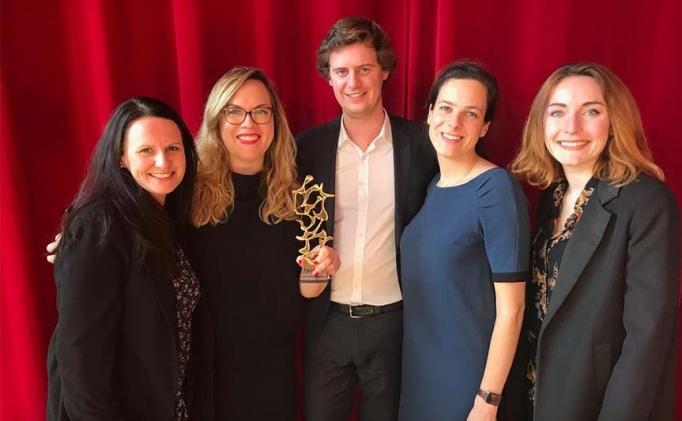 <span>L'Oréal récompensée par un TOP/COM d'Or pour son Rapport Annuel</span>